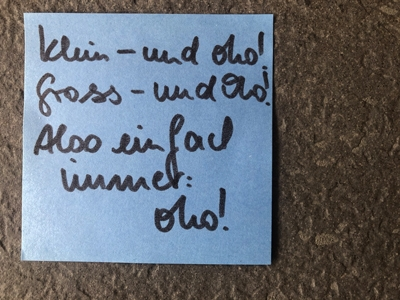 """Post it mit Text """"Klein und oho. Gross und oho. Also einfach immer oho"""